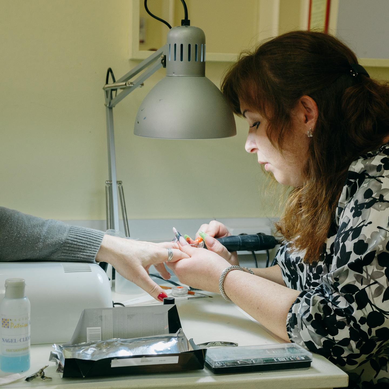 Обучаем моделированию ногтей гелем